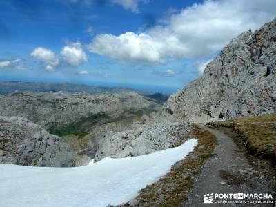 Picos de Europa-Naranjo Bulnes(Urriellu);Puente San Isidro; senda del oso nacimiento del rio mundo